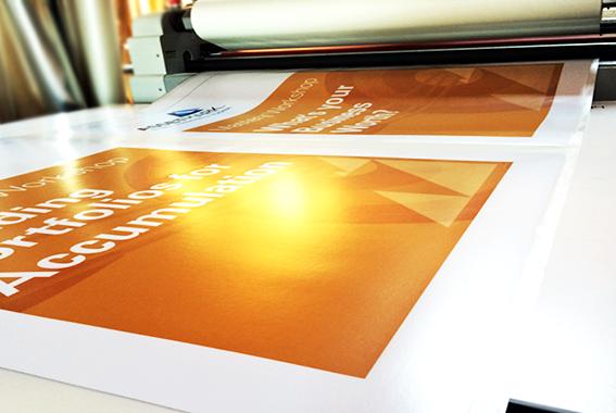 Acabamento/Plastificação - Europress Indústria Gráfica, Impressão Offset, Impressão Digital